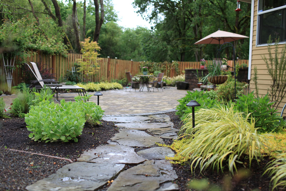 Garden paths and patios different styles the self for Different backyard ideas